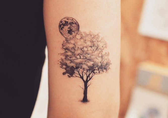 tatuaje pequeño árbol