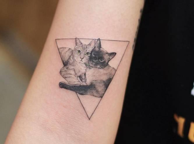 tatuaje pequeño gato