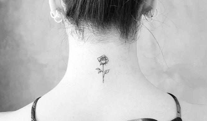 tatuaje pequeño en la nuca