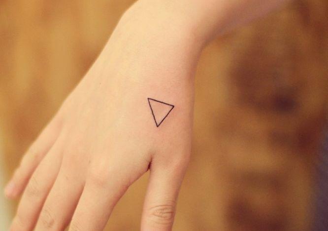 tatuaje pequeño triangulo