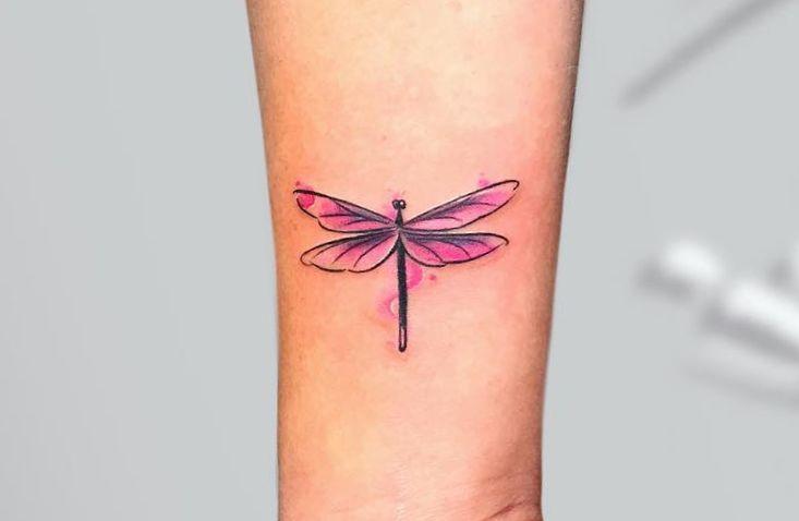 tatuaje acuarela libélula