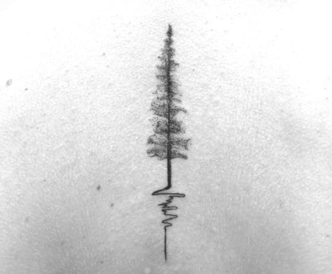 tatuaje arbol espalda minimalista