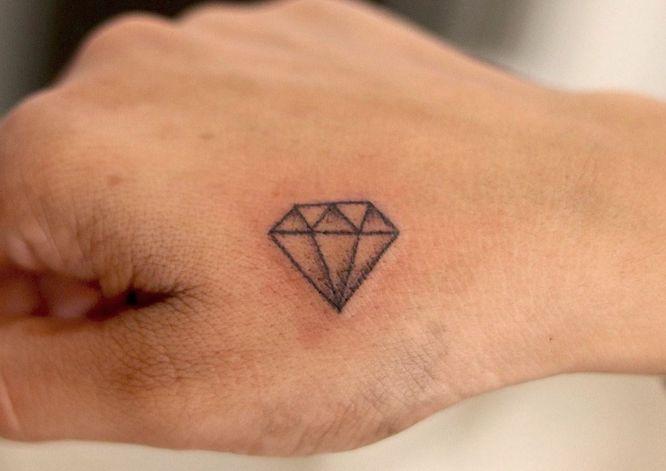 tatuaje diamante mano