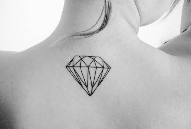 tatuaje diamante minimalista