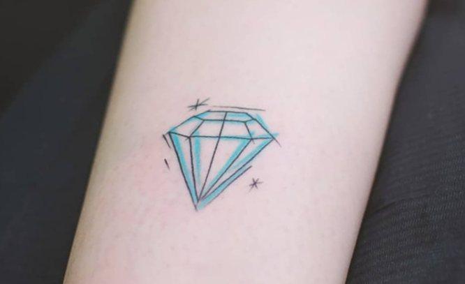 tatuaje diamante muñeca