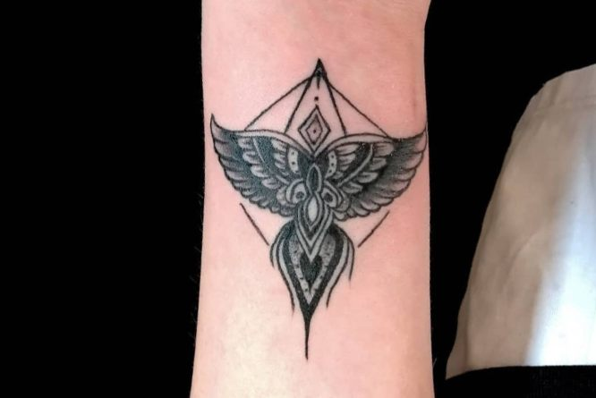 tatuaje maori pequeño antebrazo