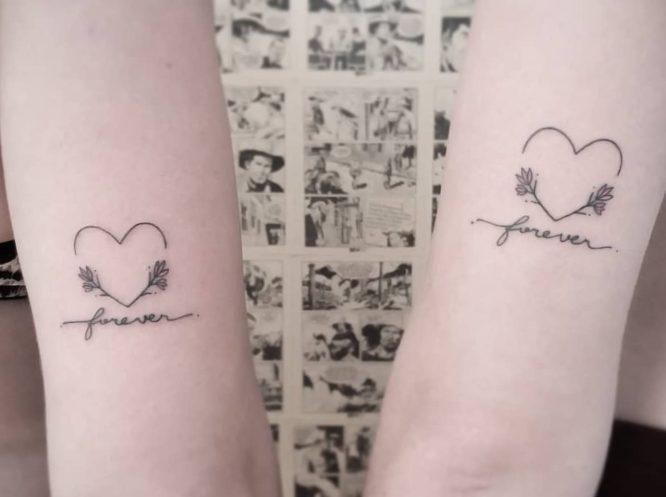 tatuaje minimalista hermana forever