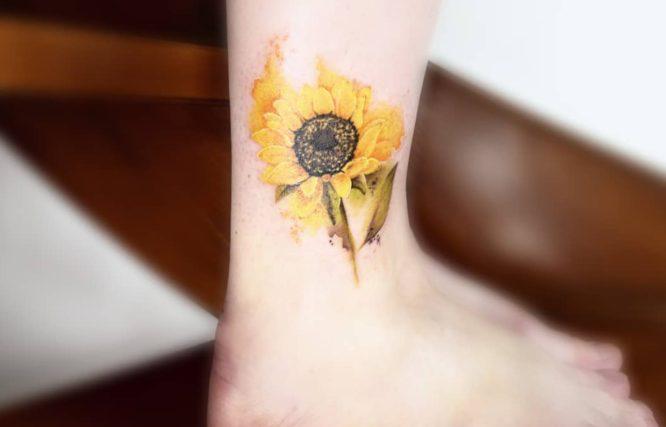 tatuaje pequeño mujer tobillo