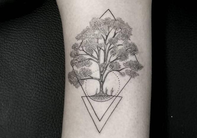 tatuajes arboles pequeños geometrico
