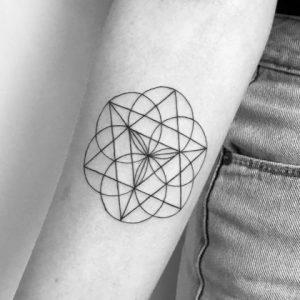 Los mejores diseños de Tatuajes Geométricos para inspirarte con su Significado