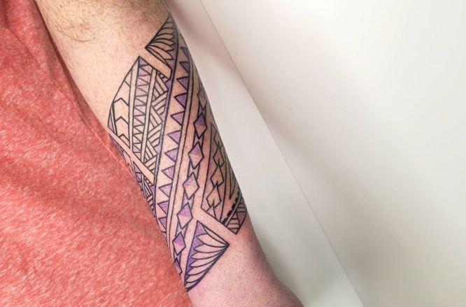 tatuajes maori antebrazo hombre