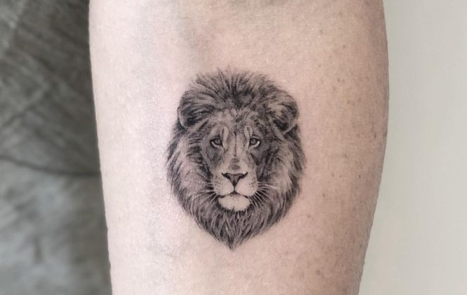 tatuaje pequeño leon