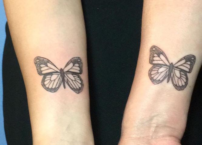 tatuajes madre hija mariposas