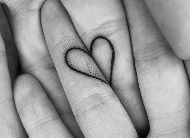 tatuajes pareja corazones