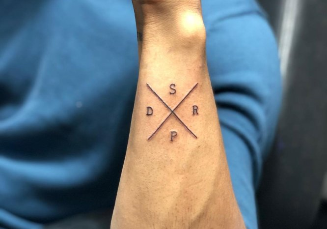tatuajes pequeños iniciales