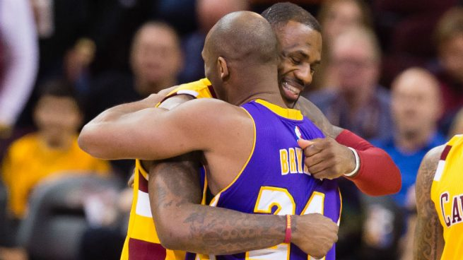 Este jugador disputó hasta veinte temporadas en la National Basketball Asociation, todas con el equipo de los Ángeles Lakers, logrando un total de cinco títulos de campeón. Te invitamos a conocer el nuevo tatuaje de Lebron James.