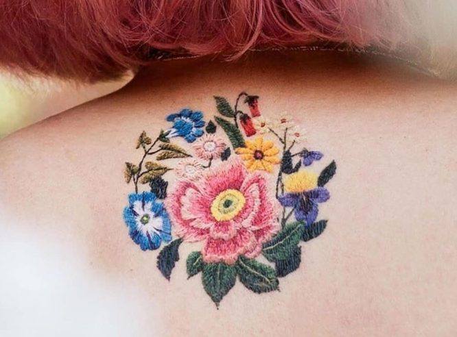 tatuaje bordado en la espalda