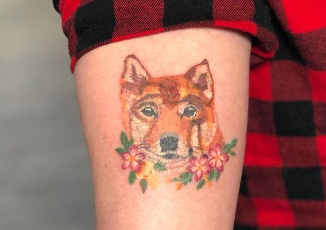 tatuaje bordado de perro