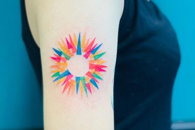 tatuaje sol modernista