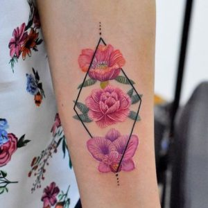 Los tatuajes bordados: la tendencia que crece en la red