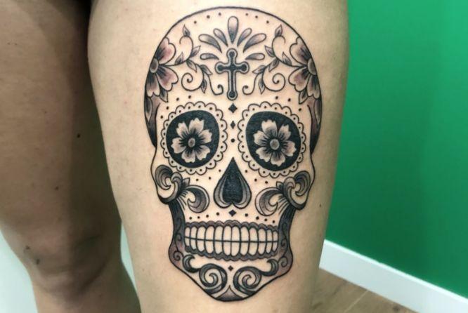 tatuajes calavera mexicana pierna mujer