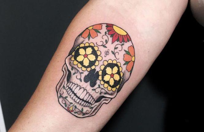 tatuajes calaveras mexicanas brazo mujer
