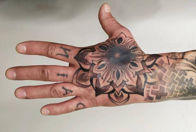 tatuajes original hombre mandala