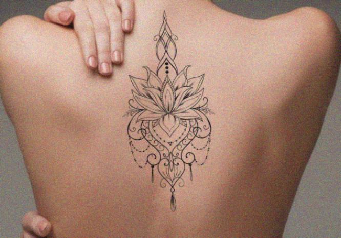 tatuajes pinterest espalda flor de loto