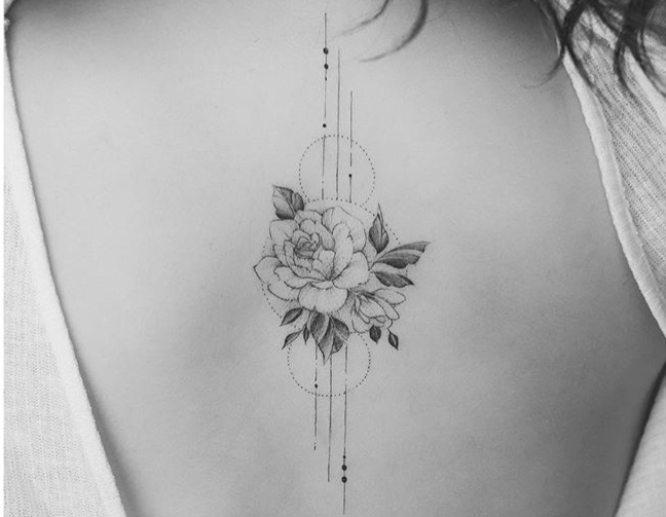 tatuajes pinterest espalda rosa