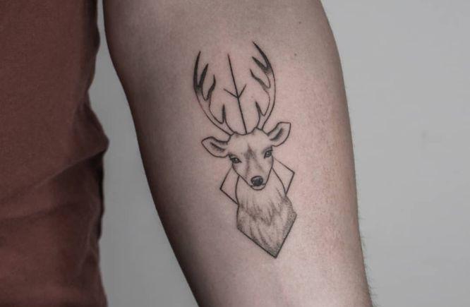 tatuaje ciervo pequeño