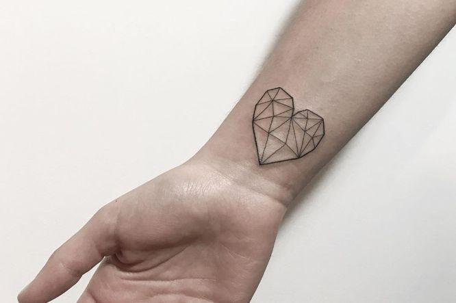 tatuaje corazon geometrico
