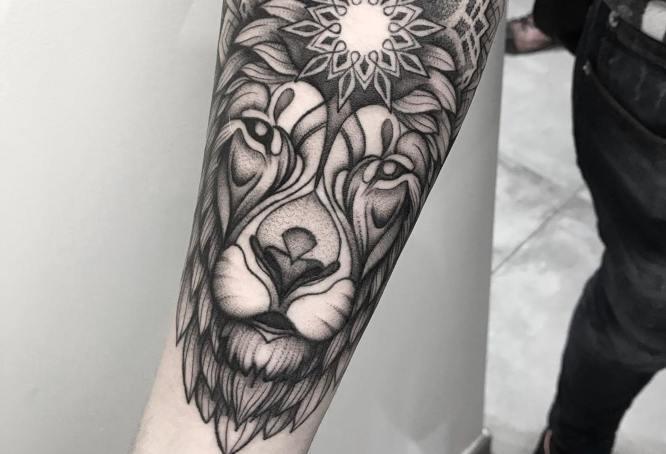 tatuaje leon geometrico