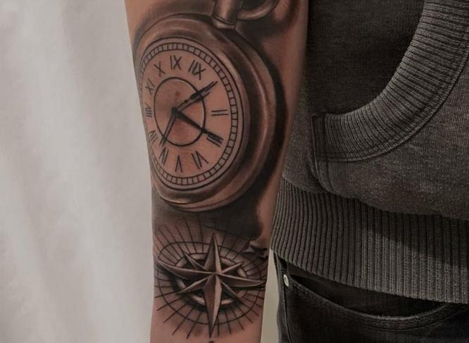 tatuajes brujula reloj brazo