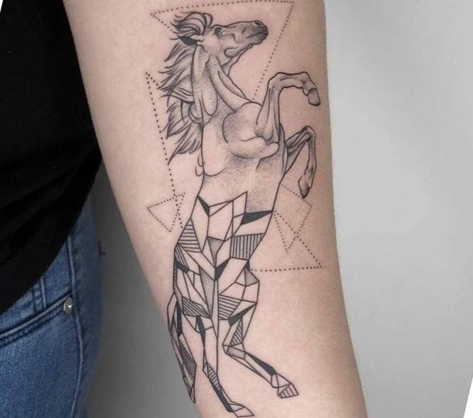 tatuajes caballo geometrico