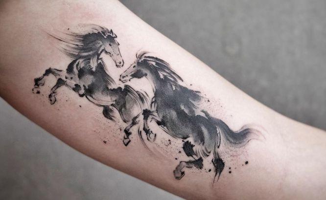 tatuajes caballos brazo