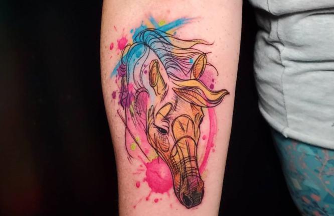 tatuajes caballos mujer acuarela