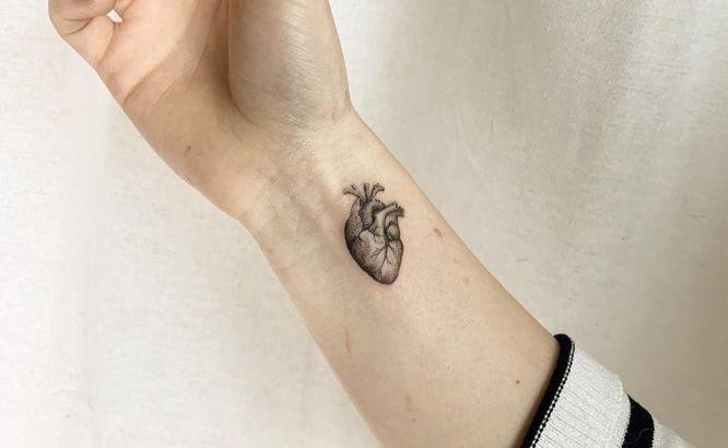 tatuajes corazon pequeño muñeca