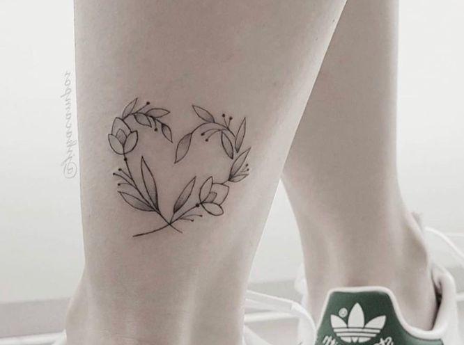 tatuajes corazon tobillo