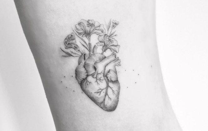 tatuajes corazones pequeños flores