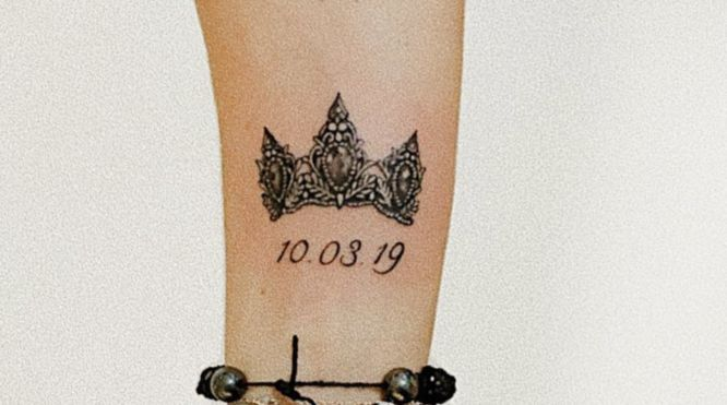 tatuajes coronas mujer fecha