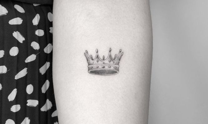 tatuajes coronas pequeña