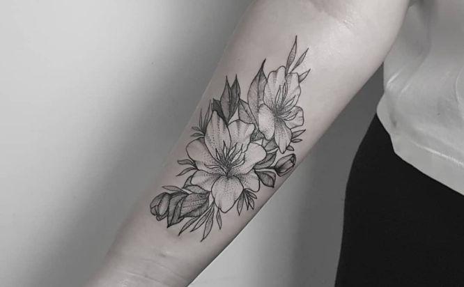 tatuajes de flores lirios