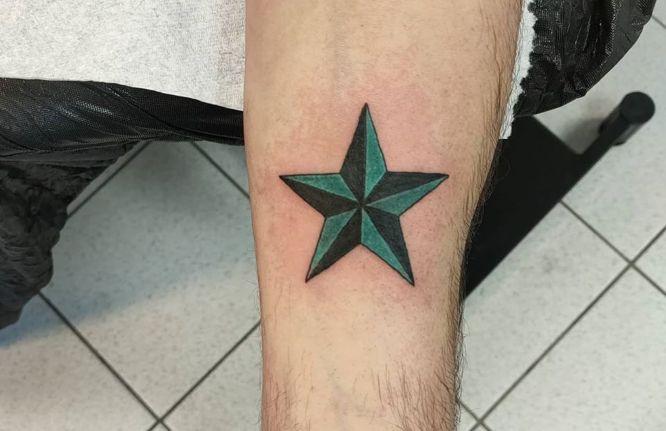tatuajes estrella hombre color