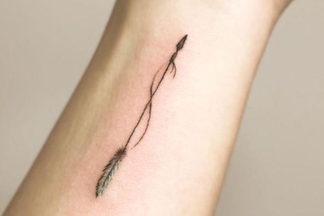 tatuajes flecha india brazo