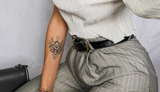 tatuajes flor de loto antebrazo mujer