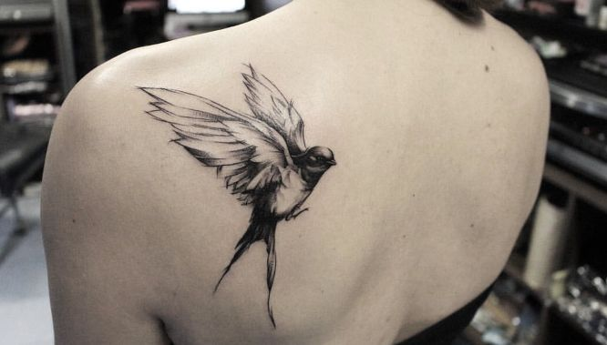 tatuajes golondrinas espalda