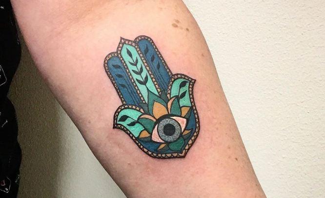 tatuajes hamsa colores azules