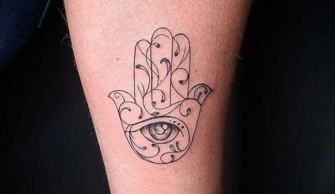 tatuajes hamsa minimalista