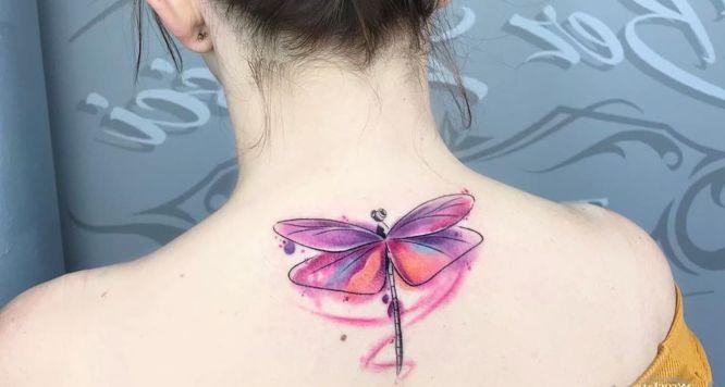 tatuajes libelula acuarela espalda