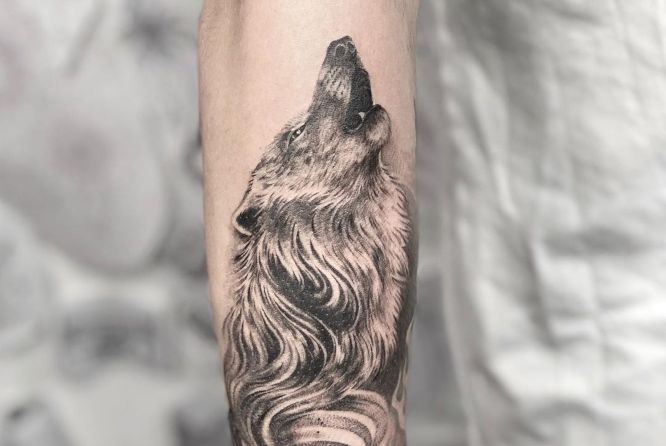 tatuajes lobos hombre aullando